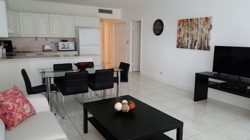 Miami 2 Bed Condo w/Beach Service - Майами-Бич - Квартира