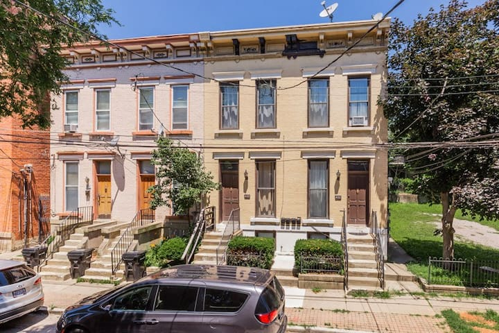 Historic Basement Flat, Groups & Extended Stay