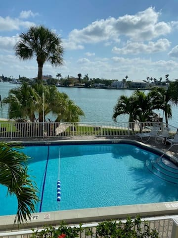 Treasure Island 1 BR condo intercoastal waterfront