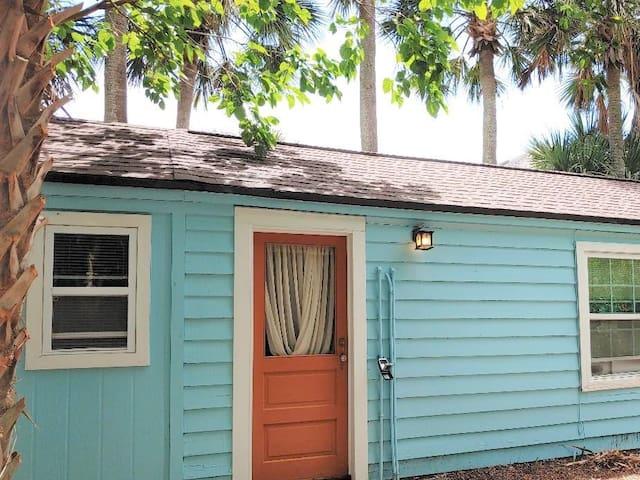 Wow ! Cute Cottage Guest House 2 Min Walk to Beach