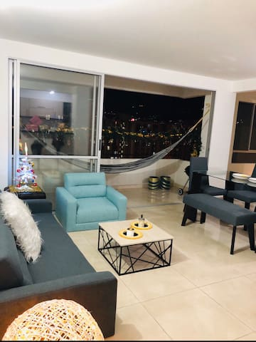 Apartamento amoblado con hamaca en balcón