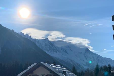 Ski aux Grands-Montets - Commerces et Mont-Blanc