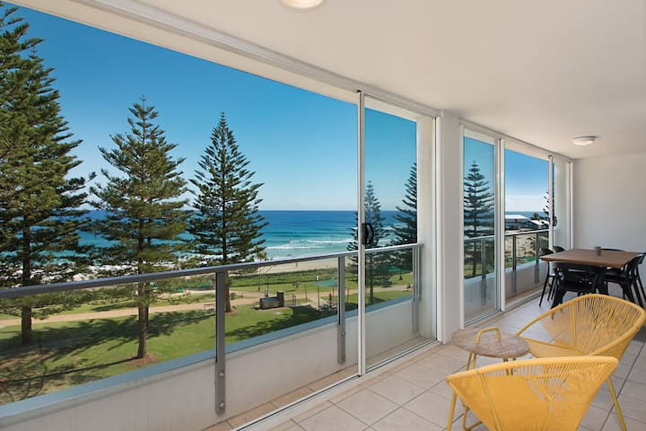 Rainbow Pacific Unit 20 - Beachfront unit Rainbow Bay Coolangatta, Southern Gold Coast