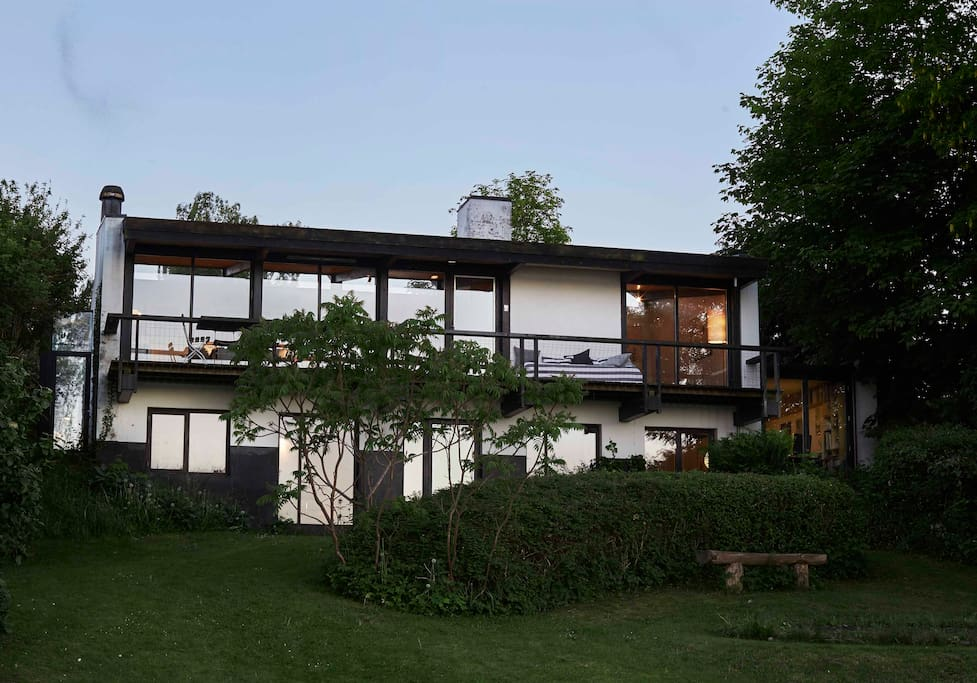 House seen from lake side
