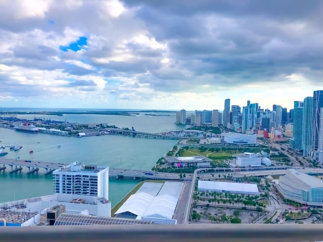 BREATHTAKING PENTHOUSE WITH THE BEST VIEW MIAMI!!!
