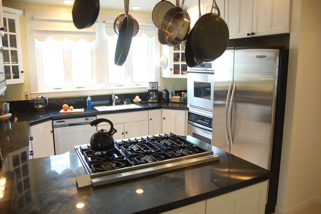 The kitchen features a six-burner Viking range and two ovens.