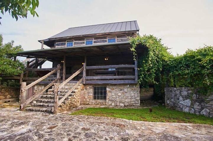 Camp Milagro - New Braunfels - Chalet