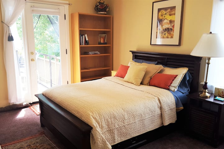 Beautiful Sunny Private Room & More, Oakland Hills