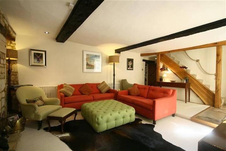 Lawrence Cottage, Burford. - Burford - House