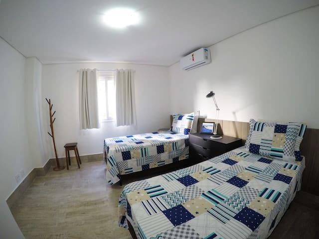 Quarto 3 com 2 camas de solteiro