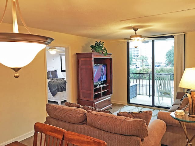 HOLIDAY TOWERS 206, OCEAN VIEW 3BR. CLOSE TO BOARDWALK, WiFi.
