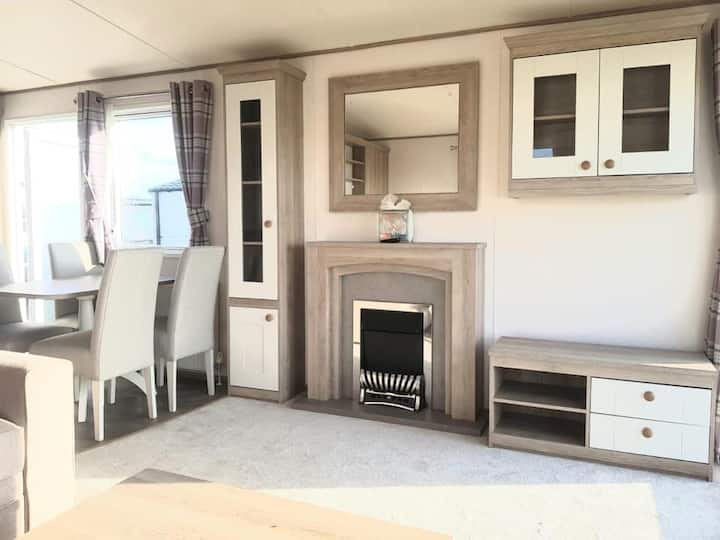 M61 Luxury 6 berth holiday home at 5* Sand Le Mere