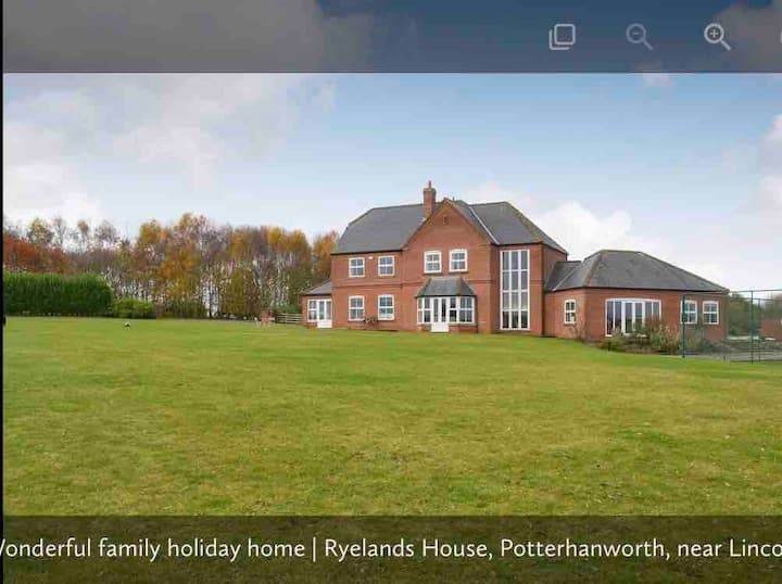 Stunning large country farmhouse with huge hot tub