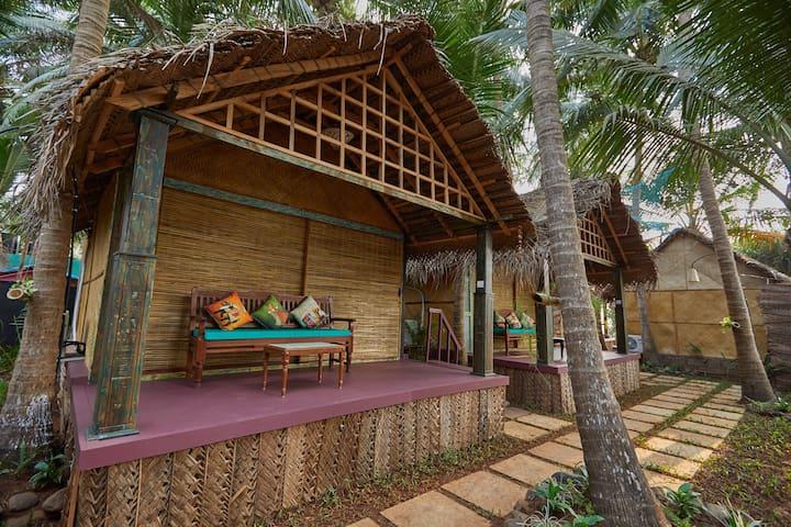 Dhanya: Garden view Beach Cottage at Patnem