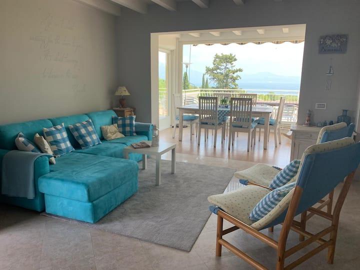 Villa con piscina, giardino, vista lago di Garda