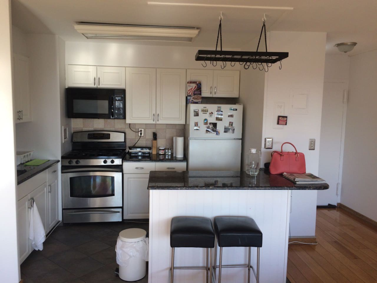 Large Modern 1BR Apt / Super Close to NYC