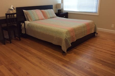 Spacious and quiet room with free parking - San Francisco - House