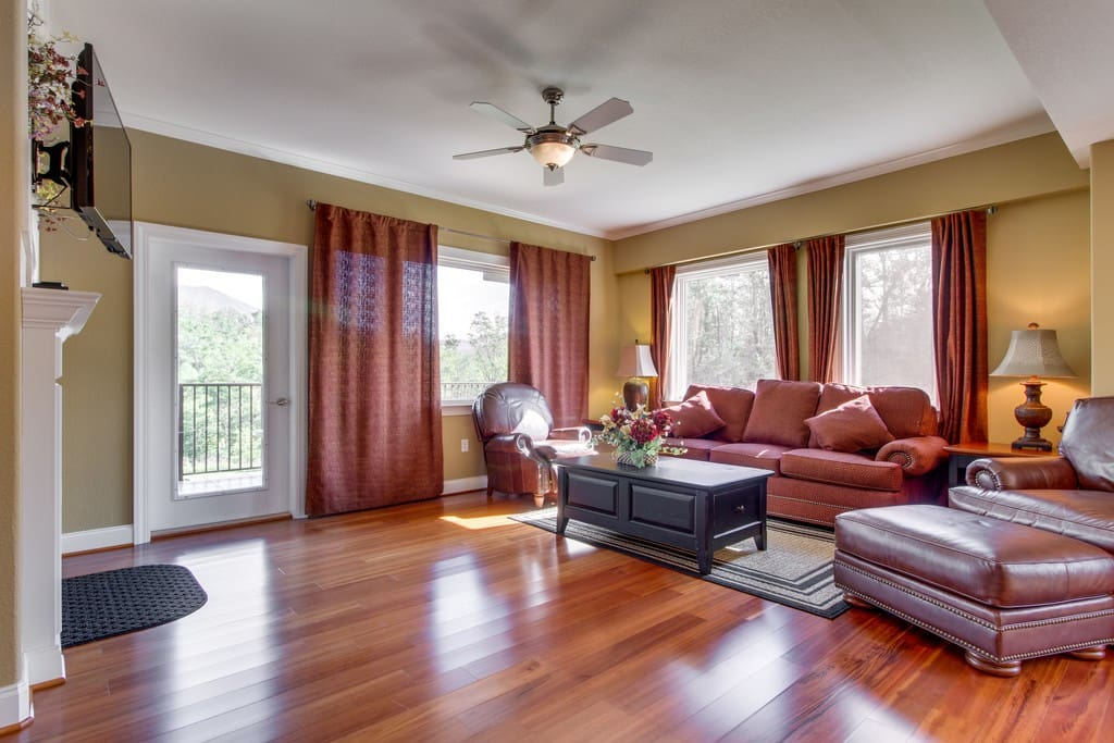 Couch,Furniture,Light Fixture,Indoors,Room