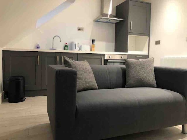 Lovely 1 bed Apt/Kitchen/En-suite newly refurbed