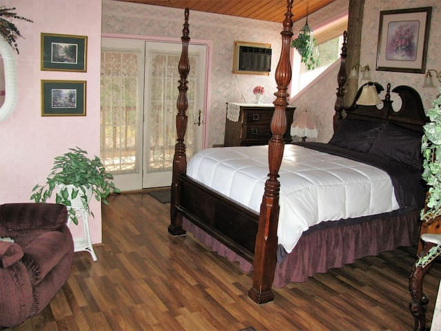 Four poster bed in Master room on the third level