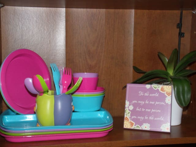 Child friendly dinnerware and utensils available for use