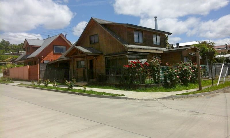 Alojamiento centro de Panguipulli, 1 Habitación - Panguipulli - House