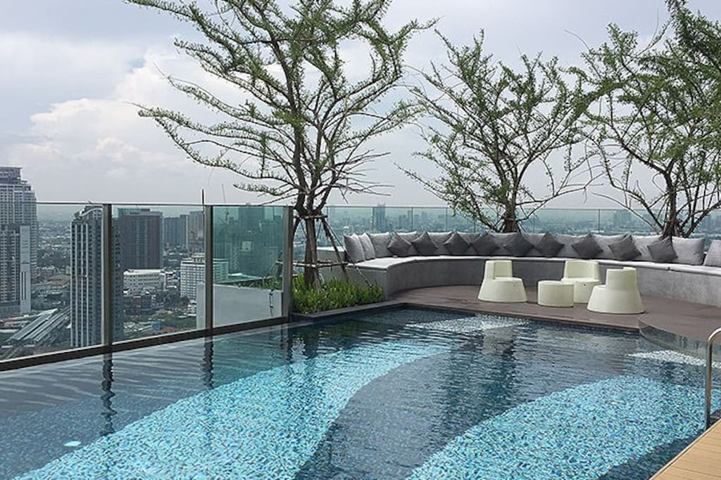 Ready to come and relax?  This is nice view of our sky swimming pool at noon time.