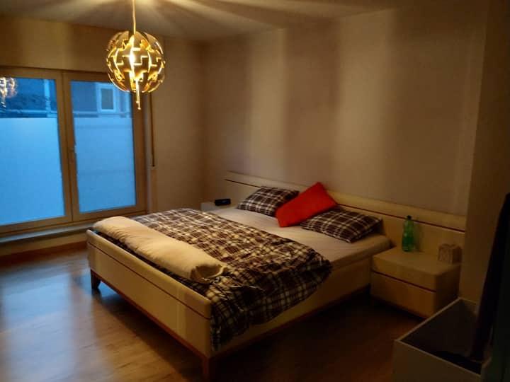 Gent, kamer op 10' van centr. 2de kamer mogelijk.