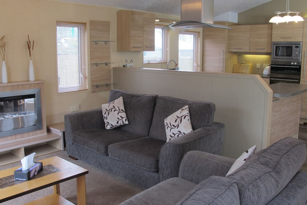 Spacious open-plan lounge, kitchen, diner