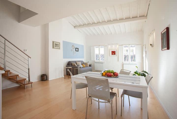 Design Home between Uffizi and Ponte Vecchio
