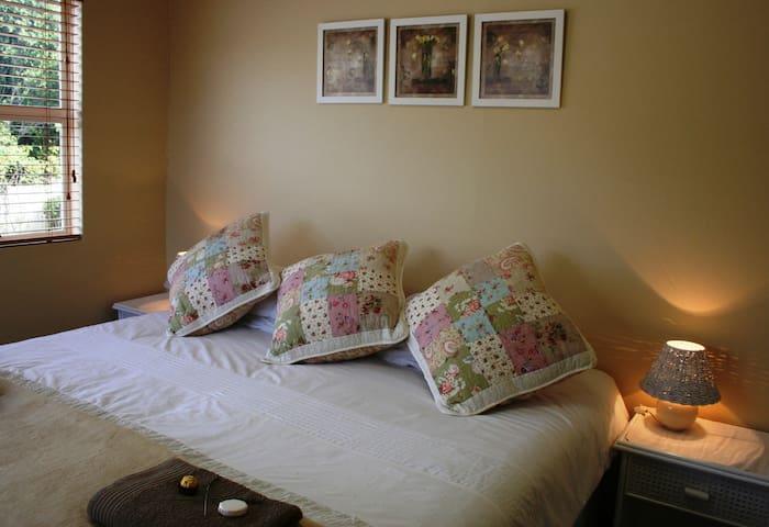 """Belle Fleur """"Rose of Sharon"""" self-catering - Pietermaritzburg - Apartment"""