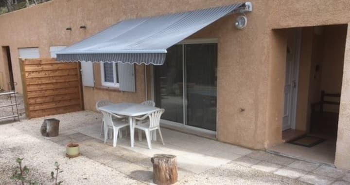 Gîte Écureuil: Bas de Villa 2 Ch, Terrasse, Pkg