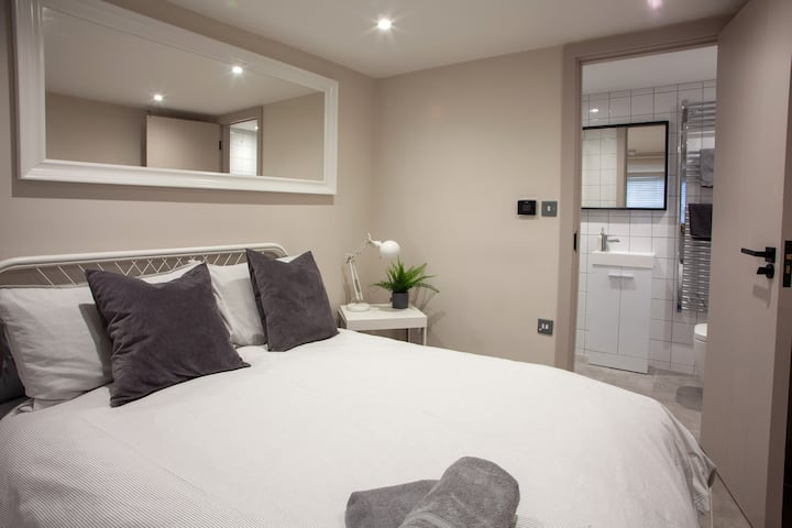 The Hideaway -studio flat is in Oxford Street