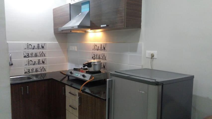 1BHK Home - Couple Friendly- 1km from Forum mall