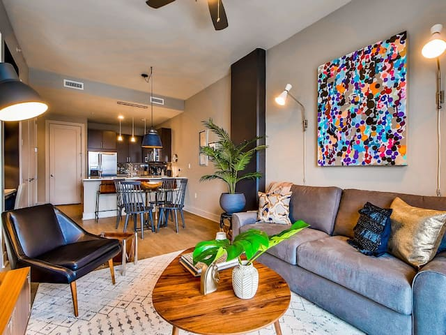 Vibrant and Fresh 1 bed/1 bath Downtown