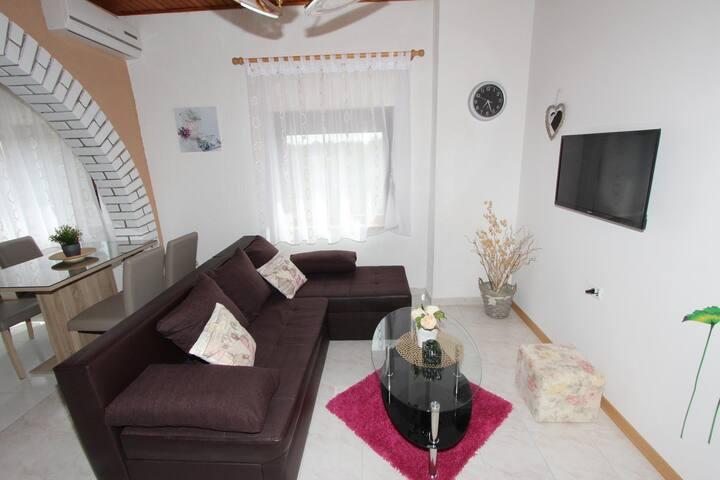 MILOTIC One-Bedroom Apartment A2