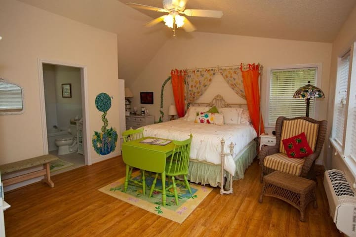 Palmer House Bed and Breakfast-Spring Romance Room - Lithia - Bed & Breakfast