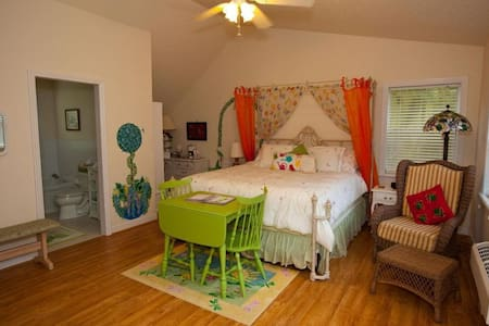 Palmer House Bed and Breakfast-Spring Romance Room - Lithia