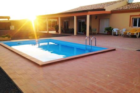 Chalet con piscina  Villa oliva - Tuineje