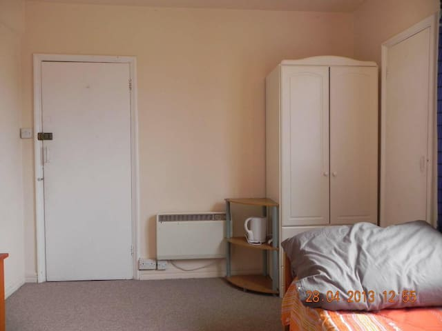 Double room in Ruislip - Ruislip - Departamento