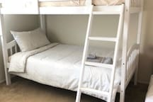 F6 -2C Top Bunk. Walk to starbucks and shops!!
