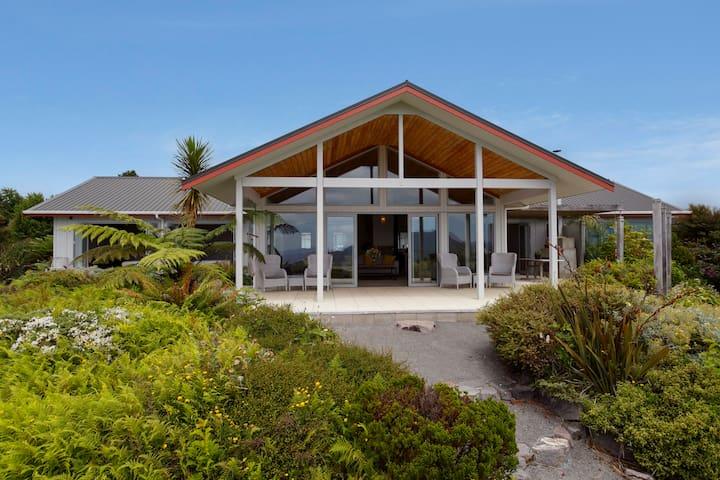 Omori Lakehouse - Tui Room