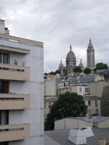MARCADET Petit studio avec vue sur Montmartre
