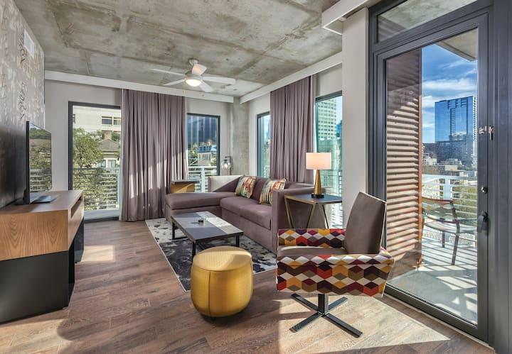 2 Bedroom Presidential Suite in the ❤️ of AUSTIN!