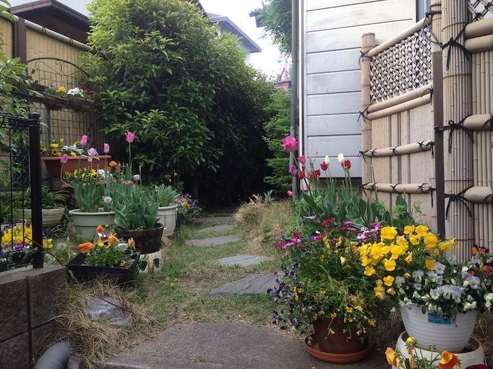 緑豊かな静かな住宅街の一軒家 [東京富春山居]