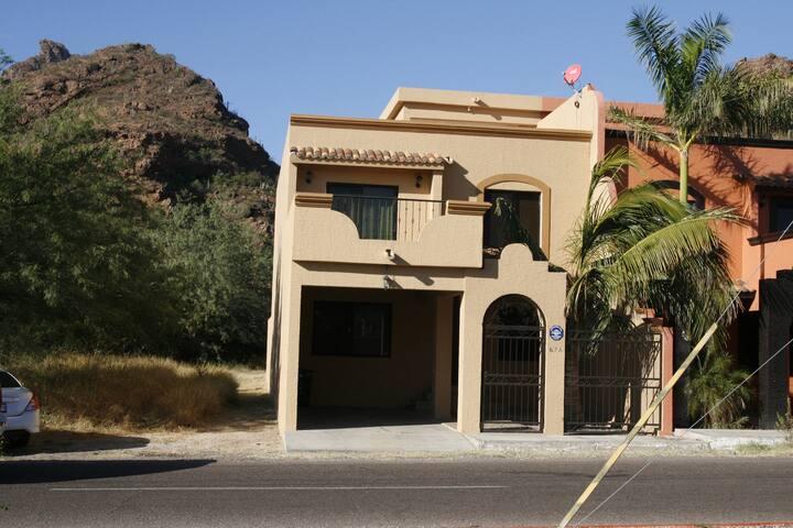 Nice 2 story home close to beach and mirador