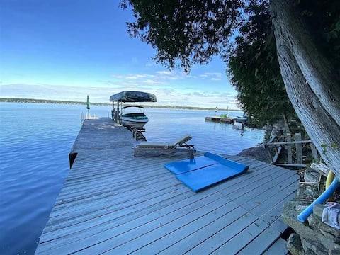 Blackstone Bay Treehouse - Waterfront Loft w/ Dock