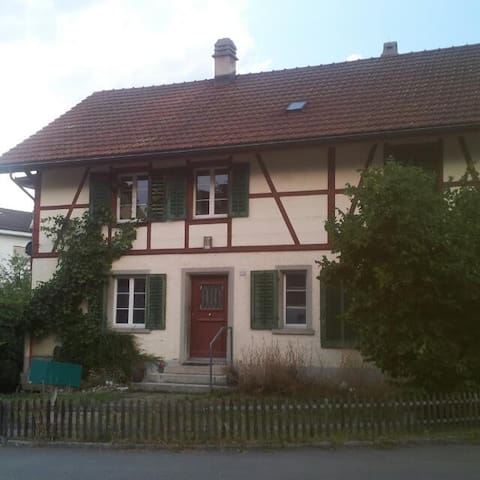 Airbnb Zimmer - Illnau-Effretikon - Dom