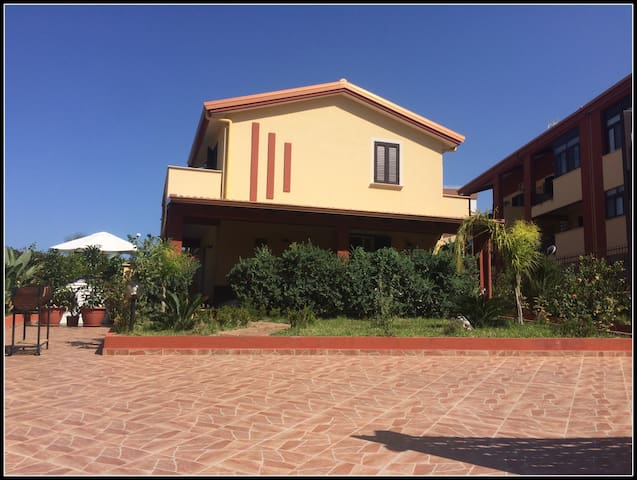 Modern family-friendly house near Palermo - Villabate - Huvila