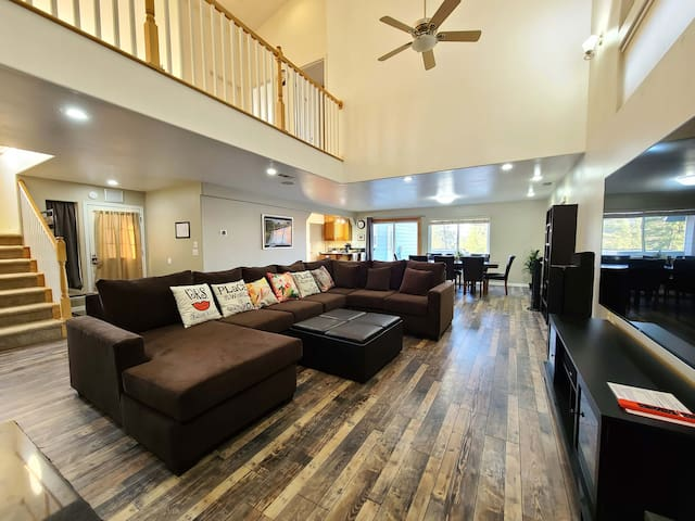 3200 sqft house, 3 Bedrooms PLUS 2 Offices,  2.5 Bathrooms, Home Theater, Jacuzzi, Pool table, fire pit, grill, EV charger.